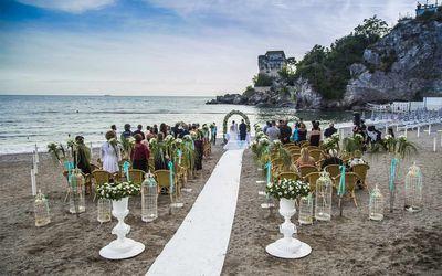 Civil wedding ceremony on the beath in Amalfi