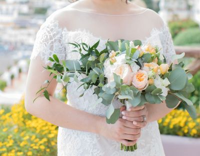 Pastel peach bridal bouquet for a wedding in Italy