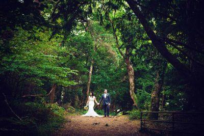 Woodland outdoor elopement location in Killarney